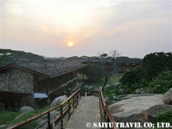 タンザニア・セロネラワイルドライフロッジの洞窟風レストラン