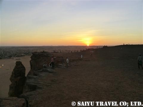 ジェベル・バルカル頂上から眺める夕日