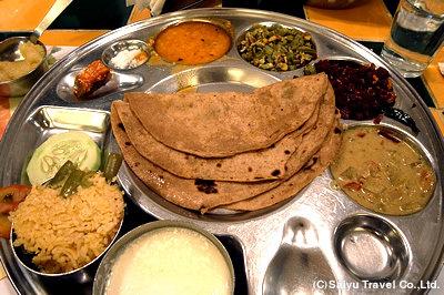 チャパティと様々な種類のカレー