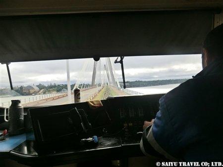パラグアイへと続く橋