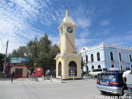 ウユニの町のシンボル時計塔