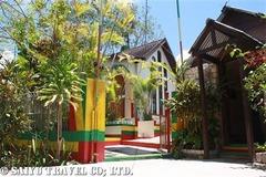 生まれ故郷ナインマイルズにあるボブ・マーリーの霊廟