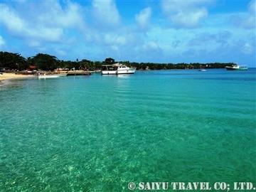 エメラルドグリーンの海が広がる秘島リトルコーン島