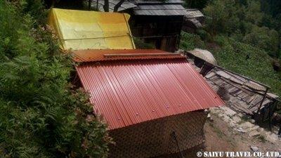 パタンジェ村トタン屋根簡易小屋2