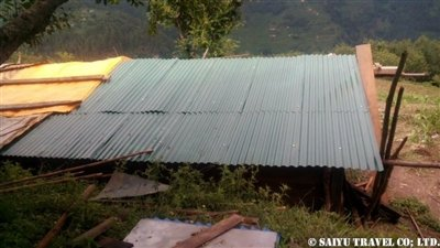 パタンジェ村トタン屋根簡易小屋7