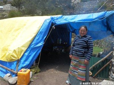 クムジュン村テントの様子