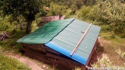 パタンジェ村トタン屋根簡易小屋3