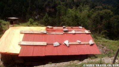 パタンジェ村トタン屋根簡易小屋4