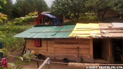 パタンジェ村トタン屋根簡易小屋6