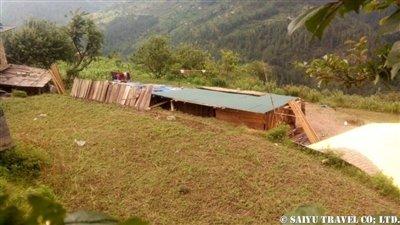 パタンジェ村トタン屋根簡易小屋1