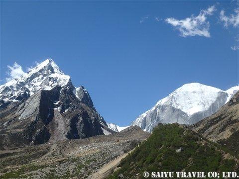 ブリグパルバット(6,041m)とマンダⅠ峰(6,510m)