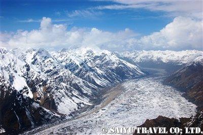 ヘリから眺める氷河