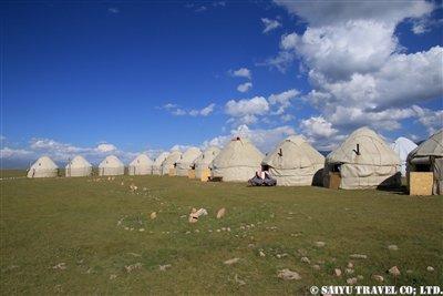 ⑪【たくさんのユルトが並ぶYurt Camp in Son Kul Lake】KW2A2143