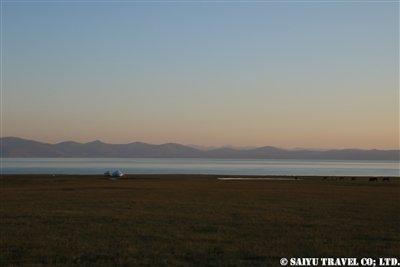 ⑯トリミング要【朝日前のソン・クル湖】KW2A2276