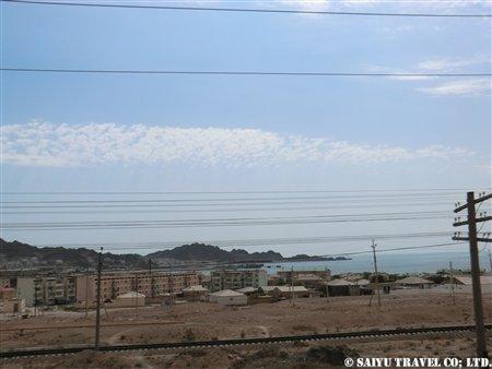 カスピ海とトルクメンバシの町