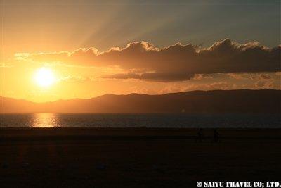 ⑬トリミング要【ソン・クル湖に夕日が沈む】KW2A2161