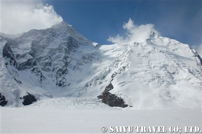 氷河上のベースキャンプからの景色