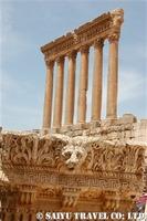 ライオンの彫刻とジュピター神殿