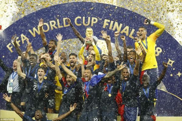 【海外の反応】「強すぎる」フランス、20年ぶりW杯優勝!4ゴールでクロアチアの夢を打ち砕く!