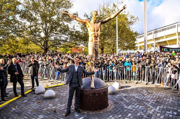 【画像】新名所誕生!イブラヒモビッチの銅像がお披露目「NYには自由の女神、スウェーデンにはズラタン」