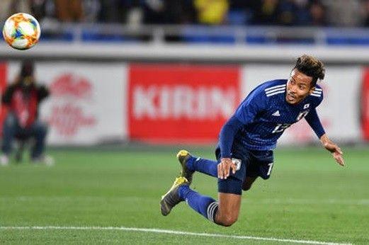 【朗報】鈴木武蔵の1トップ、意外と良かったんじゃね?