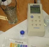 アルカリ度の高い水で実験