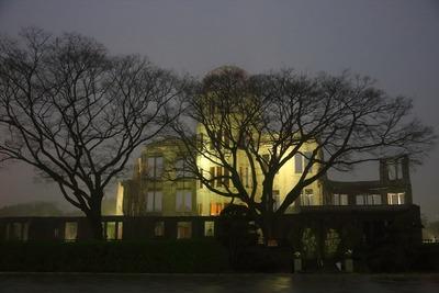 夜明け前の原爆ドーム3