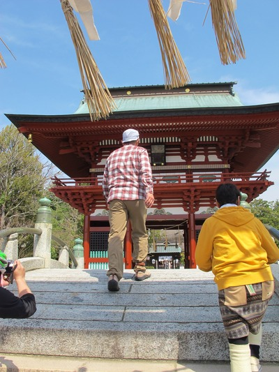 飯野八幡宮で祈る1
