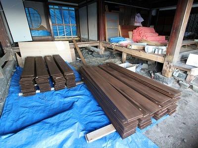 中之作の古民家「清航館」の外壁板に塗装4