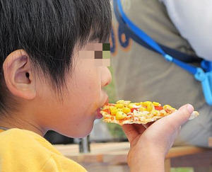 ピザを窯で焼く7