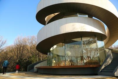 変わった形の建物2