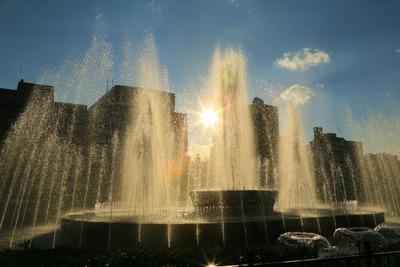 広島平和資料記念館前の噴水