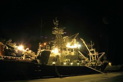 早朝の漁船