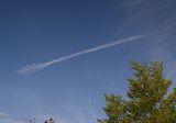 歯ブラシみたいな飛行機雲