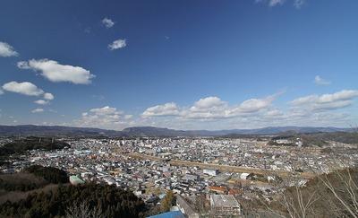 権現山から市街地を望む