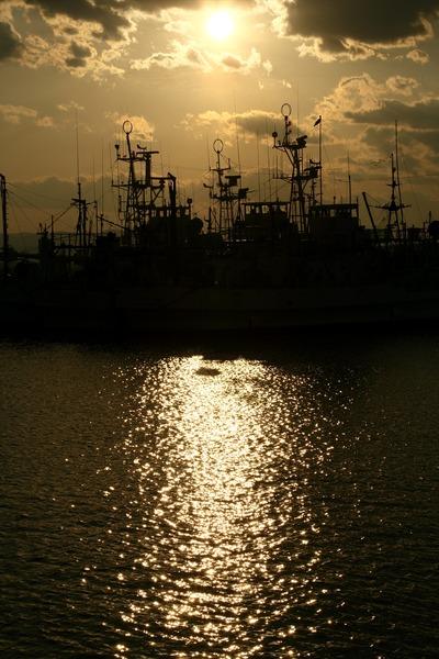 夕暮れの小名浜港