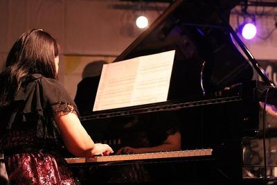女性ピアニスト