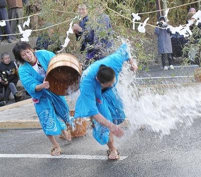 奇祭・真冬の水掛け祭り「水祝儀」 7
