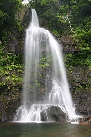 母成グリーンラインの滝2