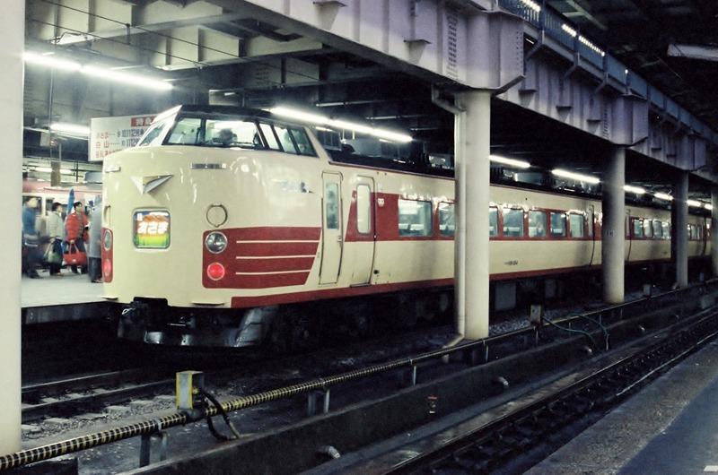 01 昔の上野駅にて  1985・2・10  489系 あさま号 その1