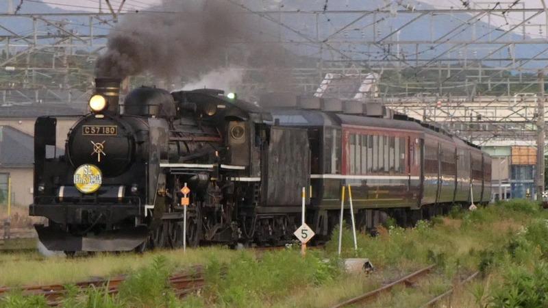 10   C57-180 新津駅にて その12
