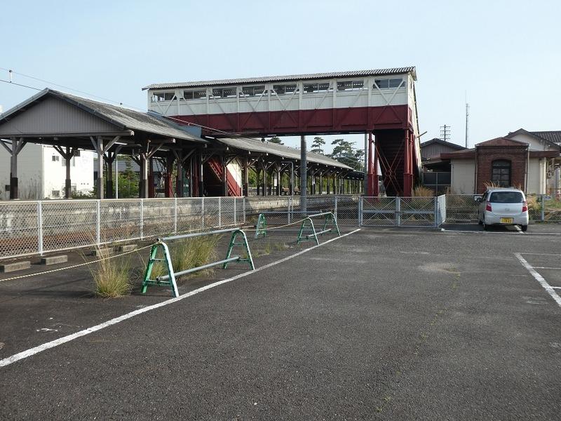 4 半田駅と跨線橋 その1