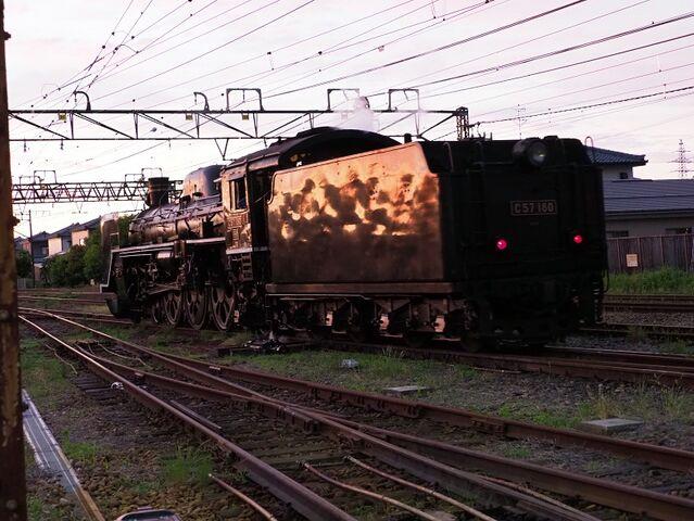 10 C57-180 新津駅にて その5