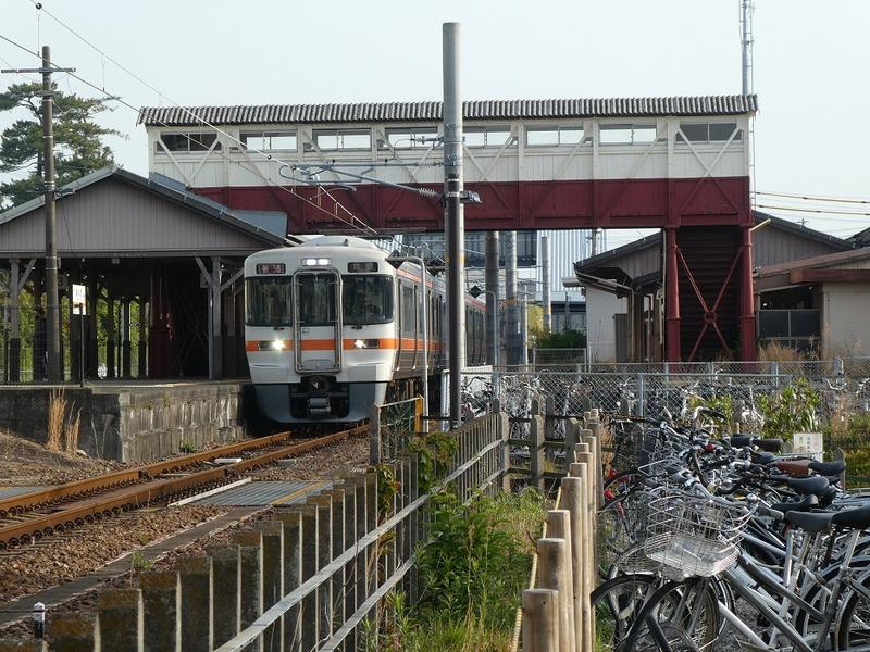 3 半田駅と跨線橋 その2