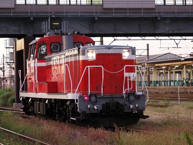10  DE10-1700 新津駅にて