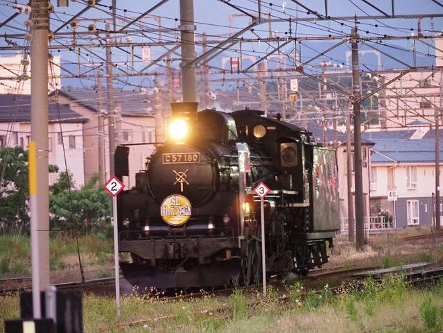 10 C57-180 新津駅にて その4