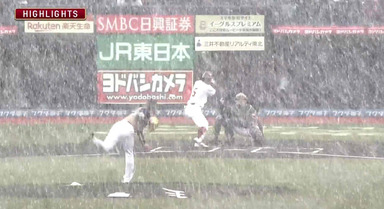 吹雪の中の野球