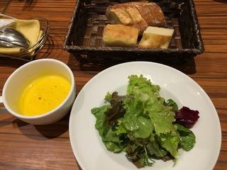 スミレ サラダ、パン、スープ