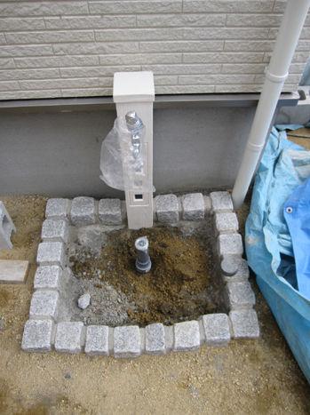 山口 エクステリアの立水栓工事中!