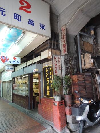 高架下の商店街